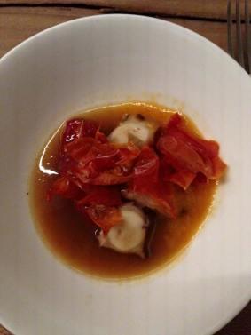 lauwe poulpo, gebrande paprika, heldere bouillon